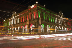 Costruzione messicana alla notte Immagine Stock Libera da Diritti