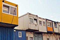 Costruzione mobile in contenitore industriale dell'ufficio o del sito Immagini Stock