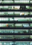 Costruzione moderna alla notte Immagini Stock