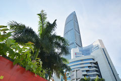 Costruzione moderna del grattacielo nella città di Shenzhen Immagine Stock