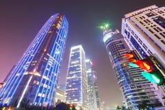 costruzione moderna della città ed edificio per uffici a Shenzhen fotografie stock libere da diritti