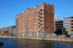 Costruzione moderna di apartement riaperta in vecchio magazzino Immagine Stock