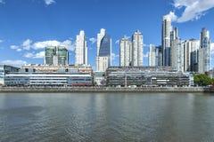Costruzione moderna in Puerto Madero, Buenos Aires immagini stock libere da diritti