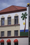 Costruzione moderna tropicale variopinta Fotografie Stock Libere da Diritti