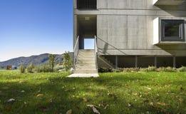 Costruzione moderna, vista dal giardino Fotografia Stock