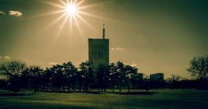 Costruzione nel parco di Belgrado fotografia stock