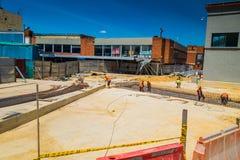 Costruzione non identificata dei muratori nuova Immagine Stock