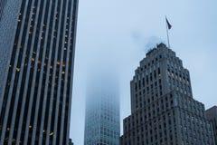 Costruzione più alta del ` s di New York in nebbia Immagini Stock Libere da Diritti