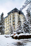 Costruzione piacevole nella città di Chamonix-Mont-Blanc, alpi francesi Immagini Stock Libere da Diritti