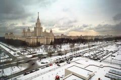 Costruzione principale dell'università di Stato di Mosca all'inverno Fotografia Stock Libera da Diritti