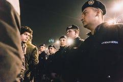 Costruzione proteggente di governo della polizia dello stato durante le proteste Immagine Stock
