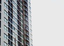 Costruzione residente dell'alta di aumento di stile contemporaneo stanza moderna del condominio Fotografia Stock Libera da Diritti