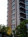 Costruzione residente dell'alta di aumento di stile contemporaneo stanza moderna del condominio Immagine Stock Libera da Diritti