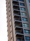 Costruzione residente dell'alta di aumento di stile contemporaneo stanza moderna del condominio Immagini Stock Libere da Diritti