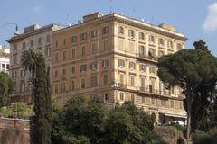 Costruzione romana antica Belle vecchie finestre a Roma (Italia) Fotografie Stock Libere da Diritti