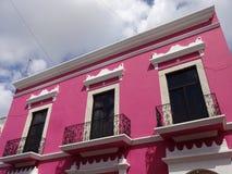 Costruzione rosa variopinta a Merida Fotografia Stock