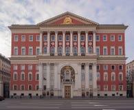Costruzione rossa del governo di Mosca sulla via di Tverskaya fotografia stock libera da diritti