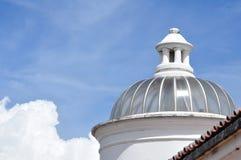 Costruzione storica con la cupola di vetro. Immagine Stock Libera da Diritti