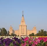 Costruzione storica dell'università di Lomonosov a Mosca, Russia fotografie stock libere da diritti