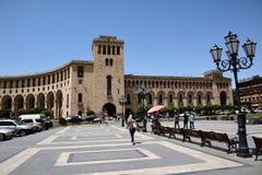 Costruzione sul quadrato della repubblica a Yerevan Immagine Stock