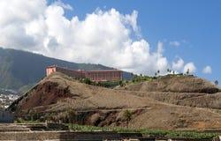 Costruzione sulla parte superiore di s della montagna Fotografie Stock Libere da Diritti
