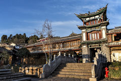 Costruzione tradizionale al Sifang jie in Lijiang, il Yunnan, Cina Immagine Stock