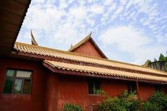 Costruzione tradizionale cinese contro il cielo nuvoloso Fotografia Stock