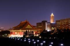 Costruzione tradizionale e grattacielo cinesi Immagine Stock