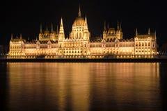Costruzione ungherese alla notte, Budapest, Ungheria del Parlamento Fotografie Stock Libere da Diritti
