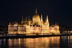 Costruzione ungherese alla notte, Budapest, Ungheria del Parlamento Fotografie Stock