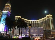 Costruzione veneziana del casinò in Macao alla notte Fotografia Stock
