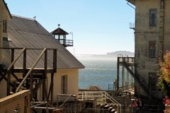 Costruzioni all'isola di alcatraz Fotografie Stock Libere da Diritti
