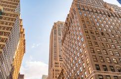Costruzioni alte della città Ufficio e concetto di affari Immagini Stock
