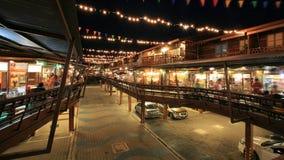 Costruzioni antiche di Plearnwan di visita della gente alla notte Immagine Stock Libera da Diritti