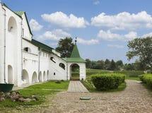 Costruzioni antiche nella città di Suzdal'. La Russia Fotografia Stock Libera da Diritti