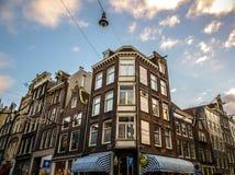 Costruzioni & canali d'annata famosi di città di Amsterdam all'insieme del sole Vista generale del paesaggio Immagini Stock Libere da Diritti