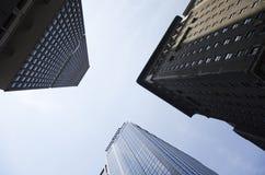 Costruzioni che guardano il cielo Fotografie Stock Libere da Diritti