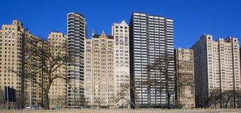 Costruzioni dall'azionamento del Lake Shore in Chicago immagini stock