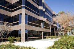 Costruzioni del centro del condominio e dell'ufficio immagini stock libere da diritti