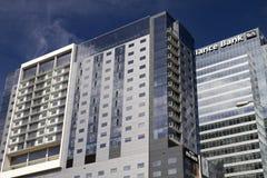 Costruzioni del centro dell'hotel e dell'ufficio Fotografia Stock