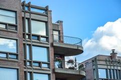 Costruzioni del condominio con i balconi Fotografie Stock Libere da Diritti