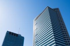 Costruzioni dell'ufficio con i lotti delle finestre Fotografia Stock Libera da Diritti
