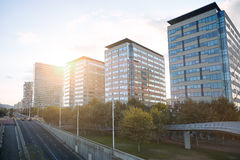 Costruzioni della città al tramonto Fotografia Stock