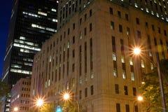 Costruzioni della città alla notte Fotografia Stock Libera da Diritti