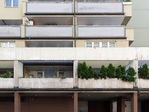 Costruzioni di appartamento con il terrazzo a Vienna Fotografia Stock Libera da Diritti