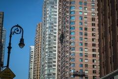 Costruzioni di appartamento contemporanee, New York Immagini Stock