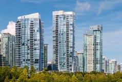 Costruzioni di appartamento moderne Immagini Stock Libere da Diritti
