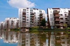 Costruzioni di appartamento residenziali di bella architettura moderna Immagini Stock Libere da Diritti