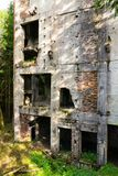 Costruzioni di calcestruzzo della miniera di latta Rolava e del campo di prigionia Sauersack Immagini Stock