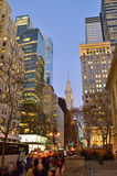 Costruzioni di Manhattan alla notte Immagine Stock Libera da Diritti